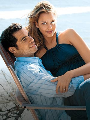 jessica alba and cash warren kiss. jessica alba pregnant 2011