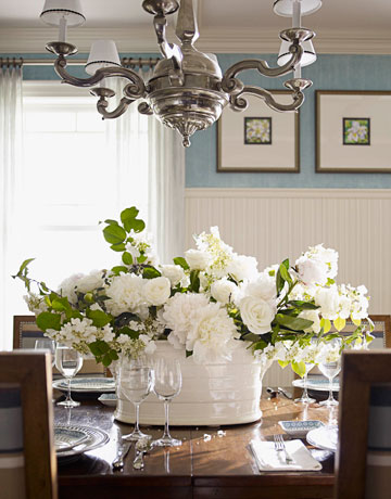 Passion for detail flowers in every room part i for Dining room flower centerpiece