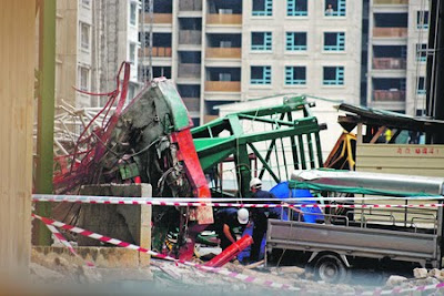 Singapore Crane Accident Picture on Singapore  A Tower Crane Collapsed Today Killing One 32 Year Old