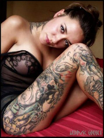 naked girl wallpaper. hot tattoo girl.
