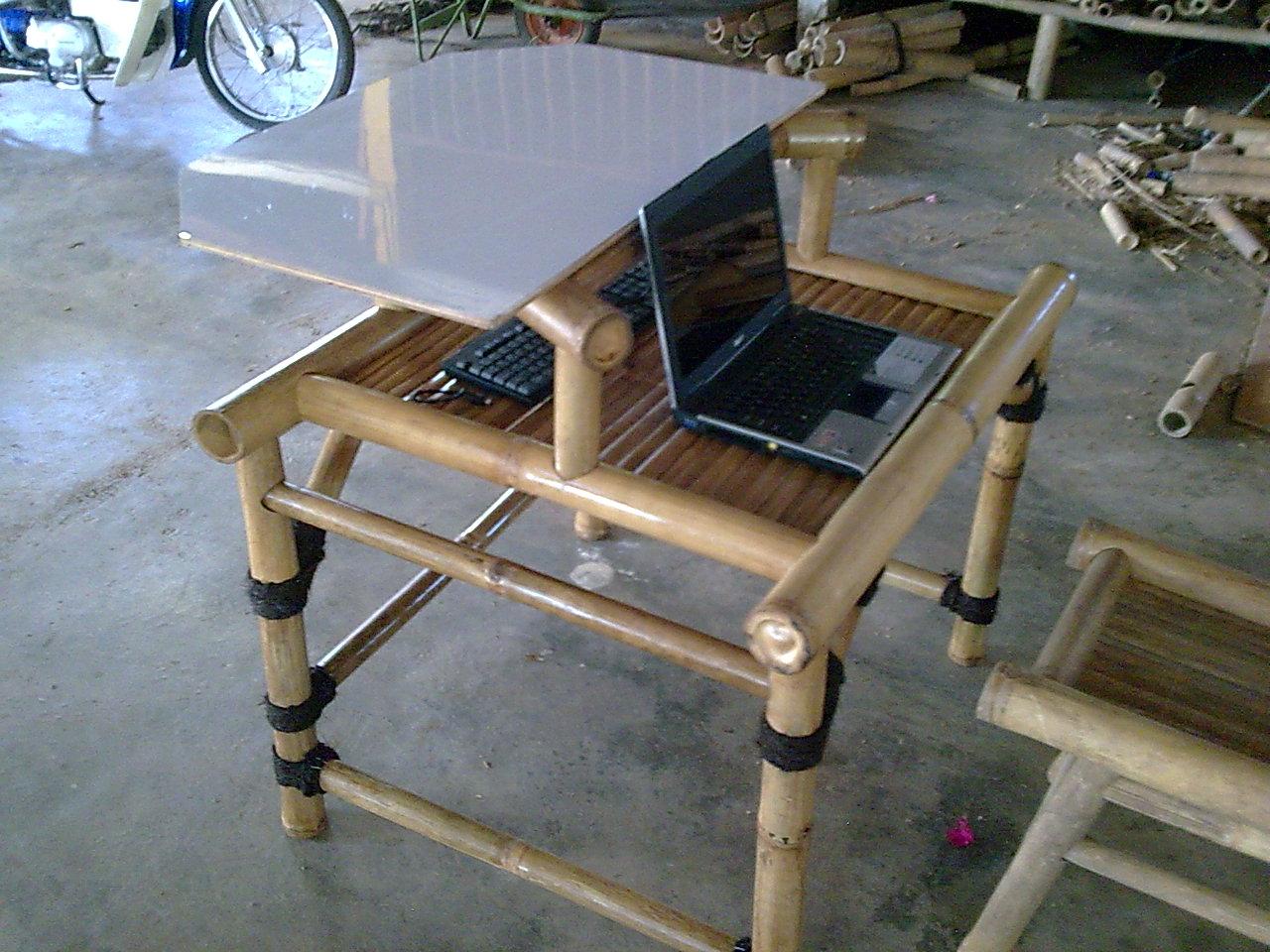 Meja komputer buluh