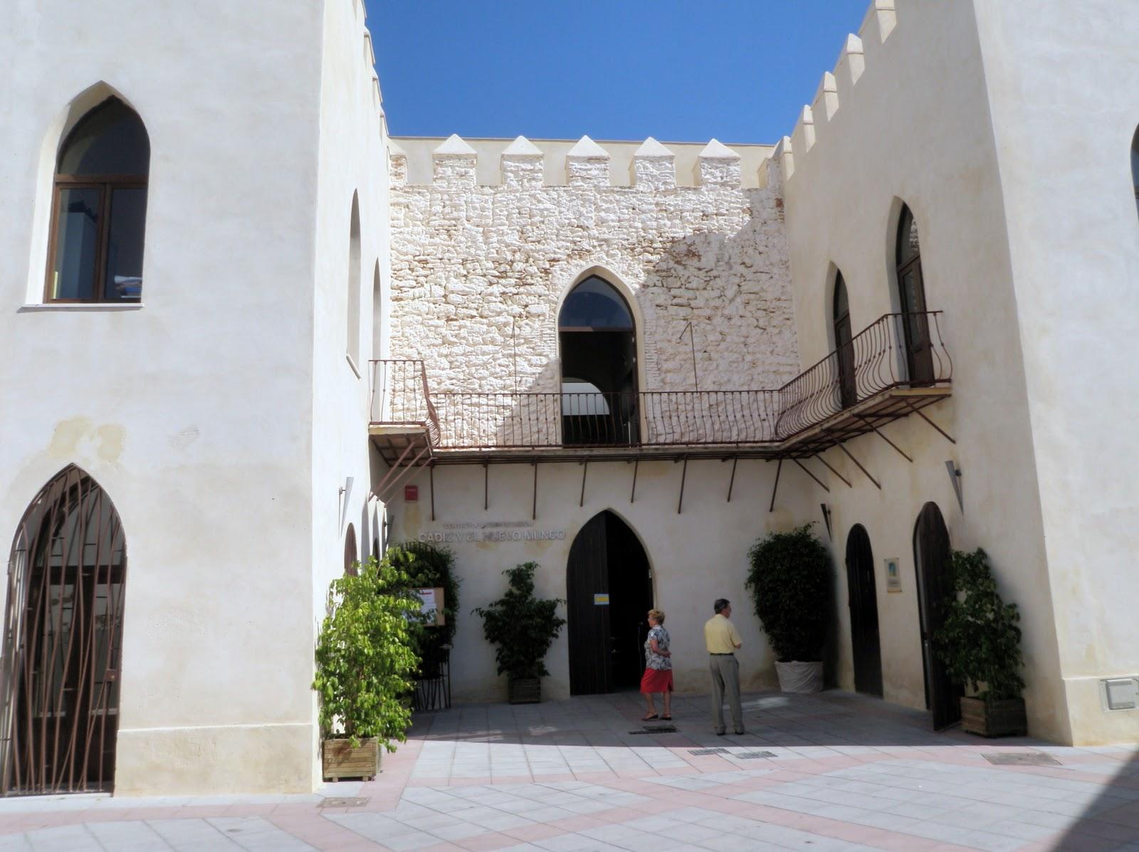 Otros atribuyen la construcción del Castillo al Conde de Arcos. No se sabe a ciencia cierta si se construyó de nueva planta o sobre los restos de un antiguo
