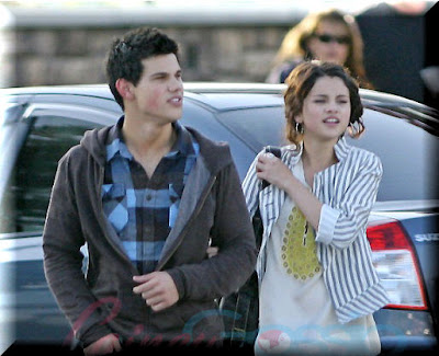 Selena Gomez And Taylor Lautner Kissing. selena gomez and taylor