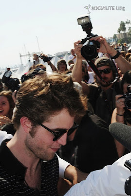 Robert Pattinson Beach on Found More Pics Of Robert Pattinson While Being Interview On The Beach