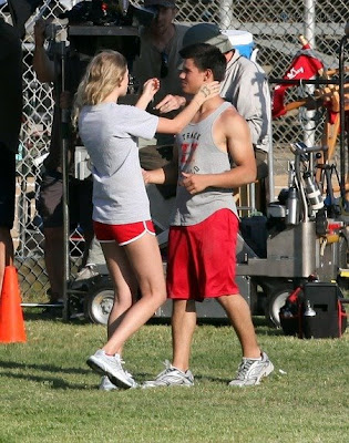 Taylor Lautner and Taylor Swift kissing best photo