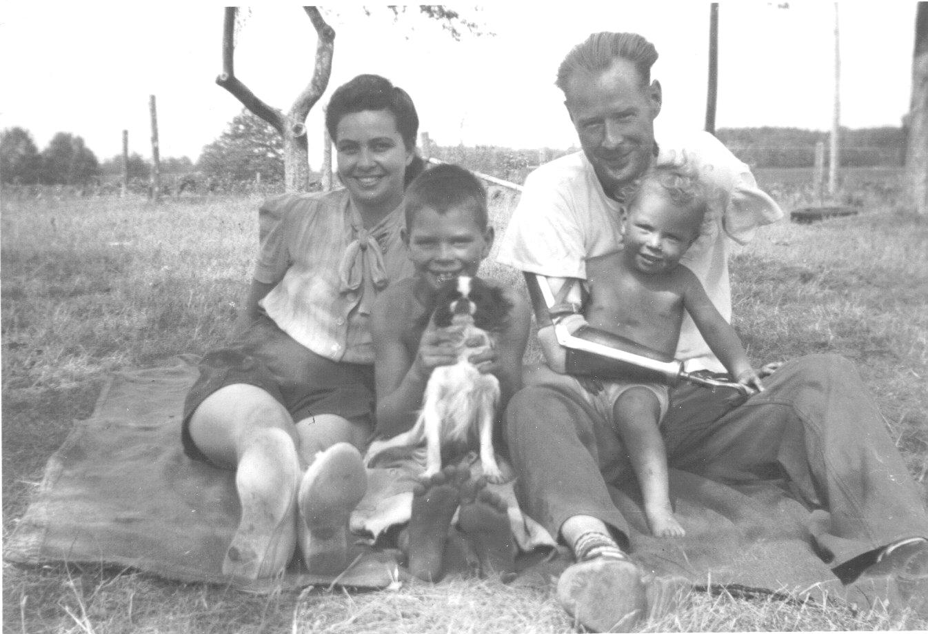 [_Carm,+Jim,+Stan,+Dave,+dog+Koko.jpg_]