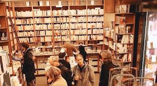 b10dbbe6-2e28-11dd-bf5c-26860c9e0947 dans Librairies, libraires