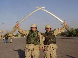Soldiers Holding Sword Illusion - Soldiers Optical Illusion