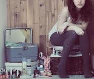 Su mente es débil, tan solo quiere ser bella.