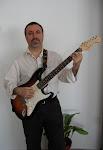 Con la Fender Stratocaster