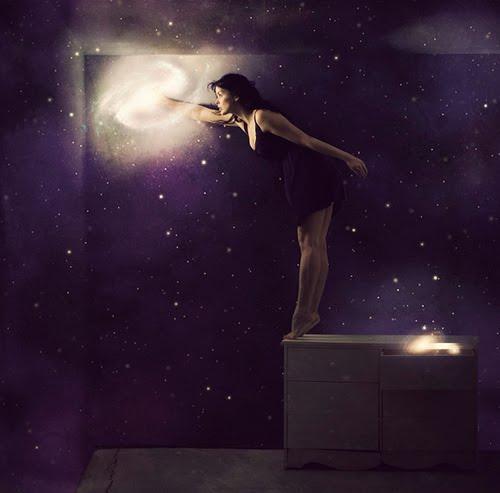 http://3.bp.blogspot.com/_gQf3pC0ttuo/S_nzE6GoGQI/AAAAAAAAG9E/2dXEZmEE_pk/s1600/A+Mulher+e+as+estrelas+em+fundo+roxo....jpeg