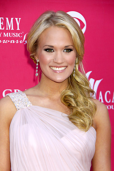 CELEBRITY HAIRSTYLES HAIRCUTS 2010: Carrie Underwood Hairstyles