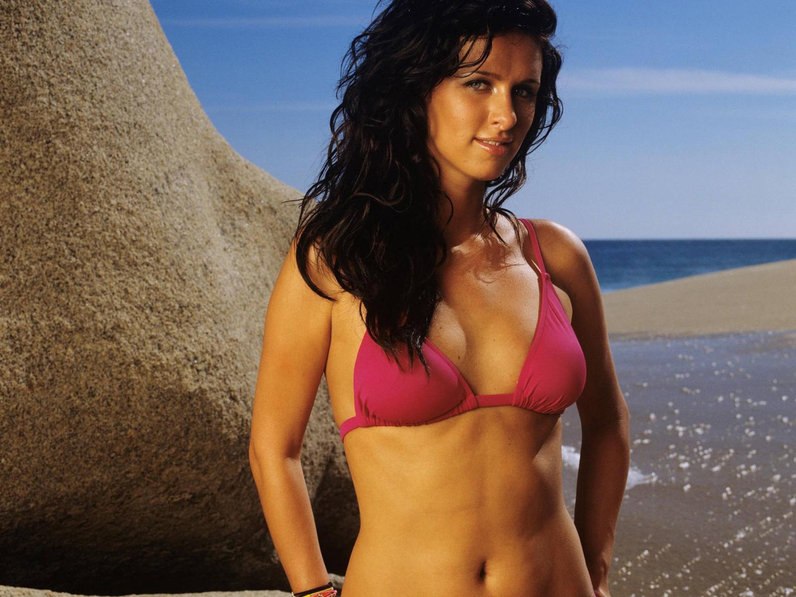 http://3.bp.blogspot.com/_gRl1tLJOW7Q/TLfd0uAHp_I/AAAAAAAABMI/uRuF_YvWqR0/s1600/nicky_hilton_bikini_desktop_wallpaper_47594_raj.jpg
