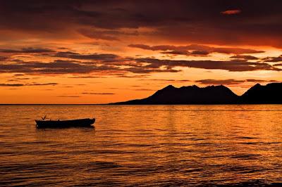 http://3.bp.blogspot.com/_gTJMEP-c2fo/Sez0KK_UwDI/AAAAAAAALgA/4jIUaoavZj8/s400/beauty-sunset.jpg