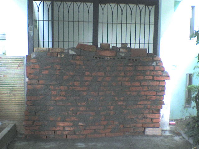Es mas grande el muro que ha hecho CAMACHO