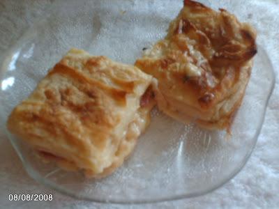 kolay börek,kaşarlı börek,sosisli börek,tepside börek,su böreği,fırında börek,