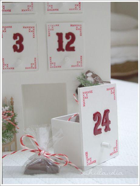 domek - kalendarz adwentowy z szufladkami (wzór ushii)