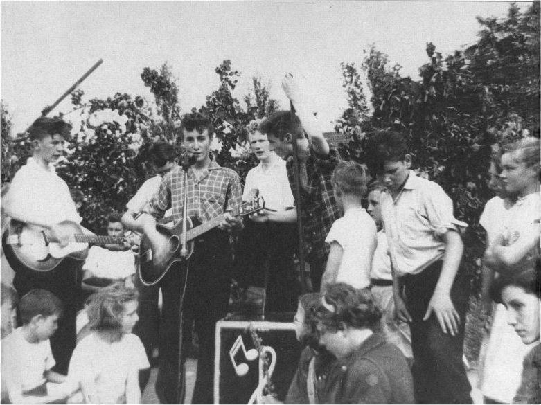 The Beatles Polska: Powstaje The BlackJacks - pierwszy zespół Johna Lennona