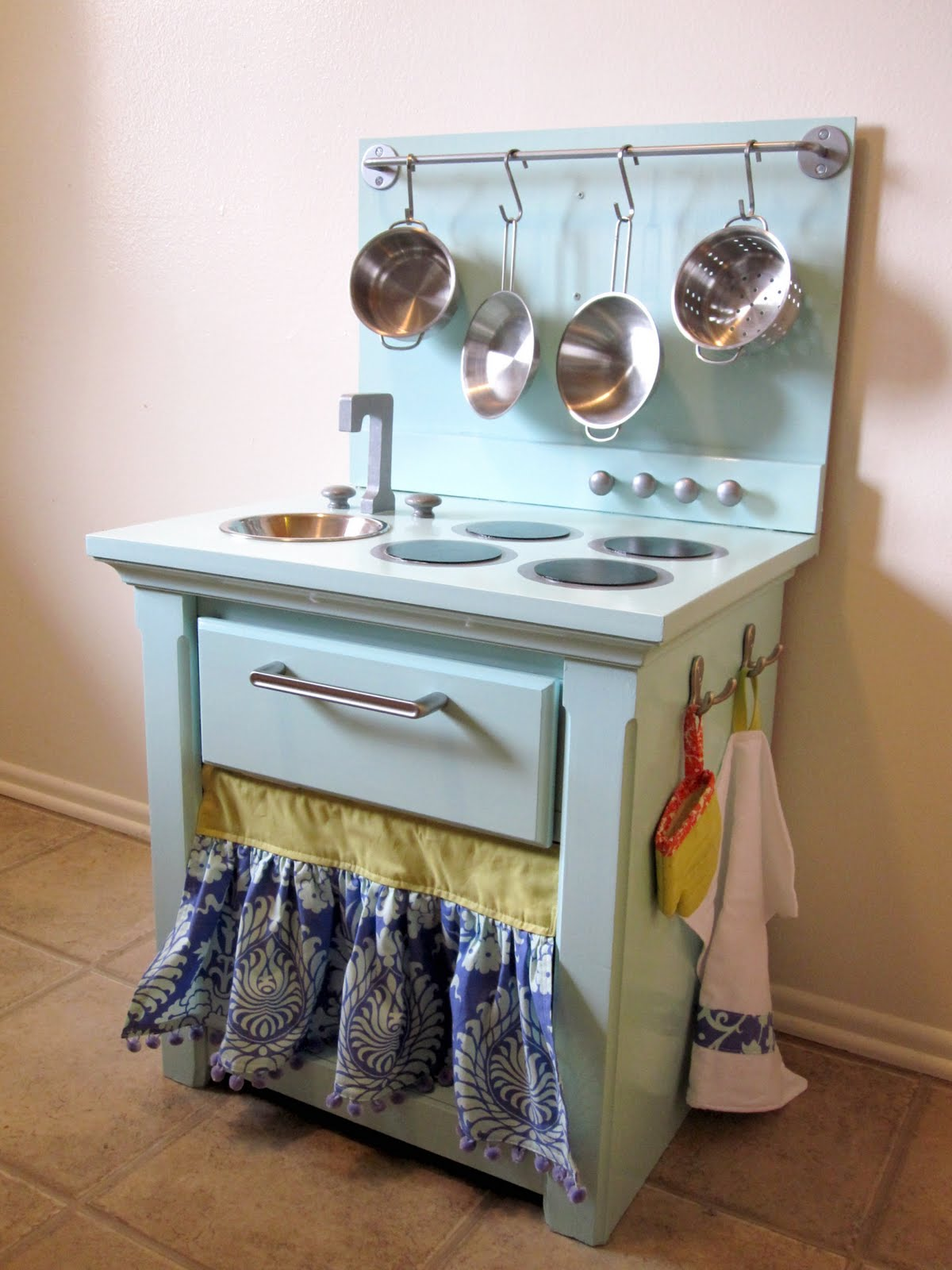 The hawkins family play kitchen for Small kids kitchen