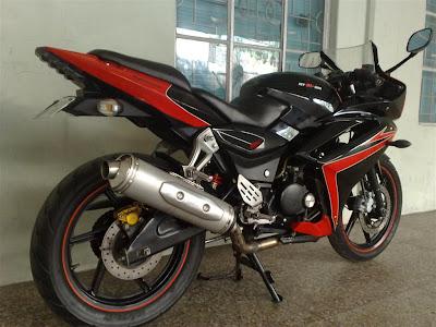 Bajaj Pulsar 220 Black Sport2