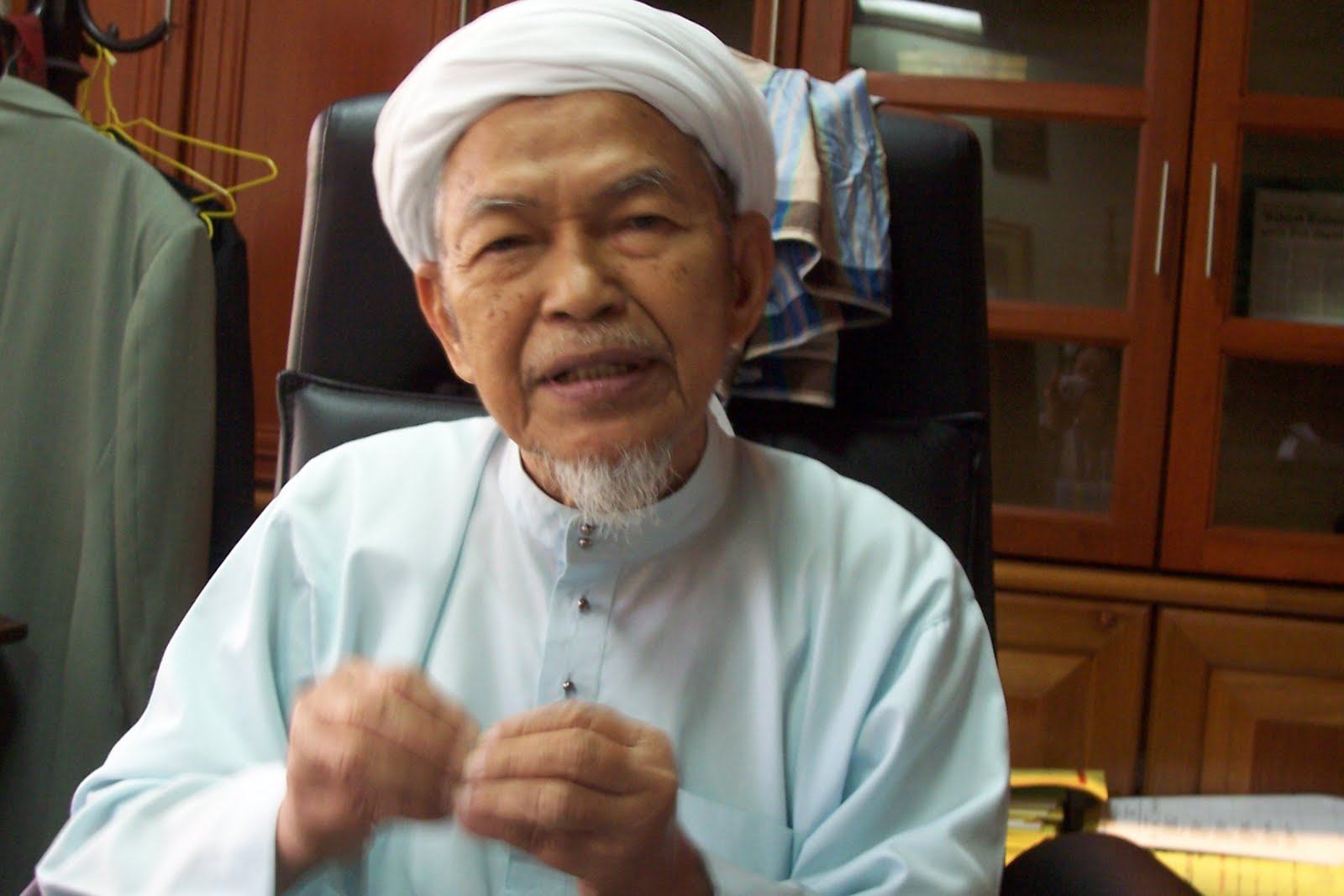 Fatwa songsang: Tok Guru Nik Aziz sedia debat atau dialog dengan