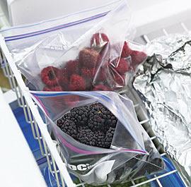 Se você estiver para comê-los como eles são (digamos que você está a usar com gelado), retire do frigorífico e descongele-los um pouco antes. Eles sabem melhor.
