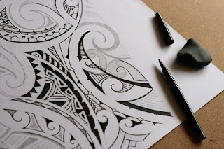 drawing maori design with pencil