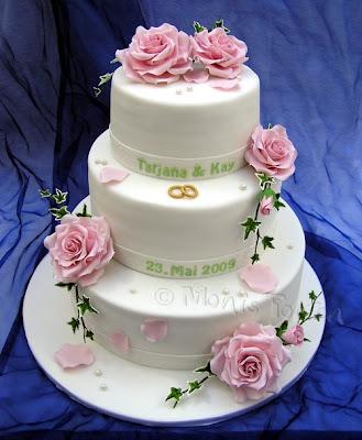 3-stöckige Hochzeitstorte mit Rosen