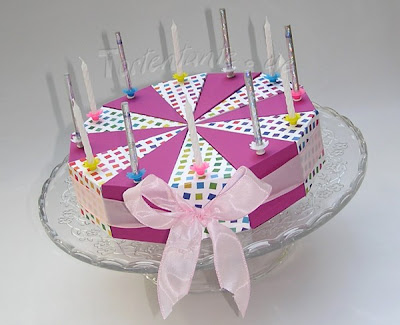 Geburtstagstorte aus Karton