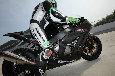 Kawasaki zx10r with cool rider