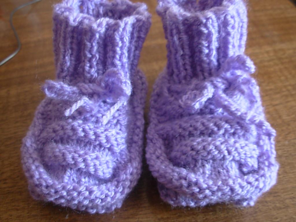 EL ARTE DE TEJER: Zapatitos de bebé tejido a palillos
