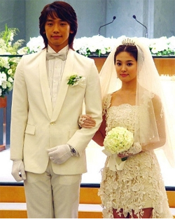 http://3.bp.blogspot.com/_glWl49q4zb0/TTz4bZFwQxI/AAAAAAAAB88/ZIoKFxoyJUg/s1600/Rain+%2526+Song+Hye+Gyo+Wedding+Dress.jpg