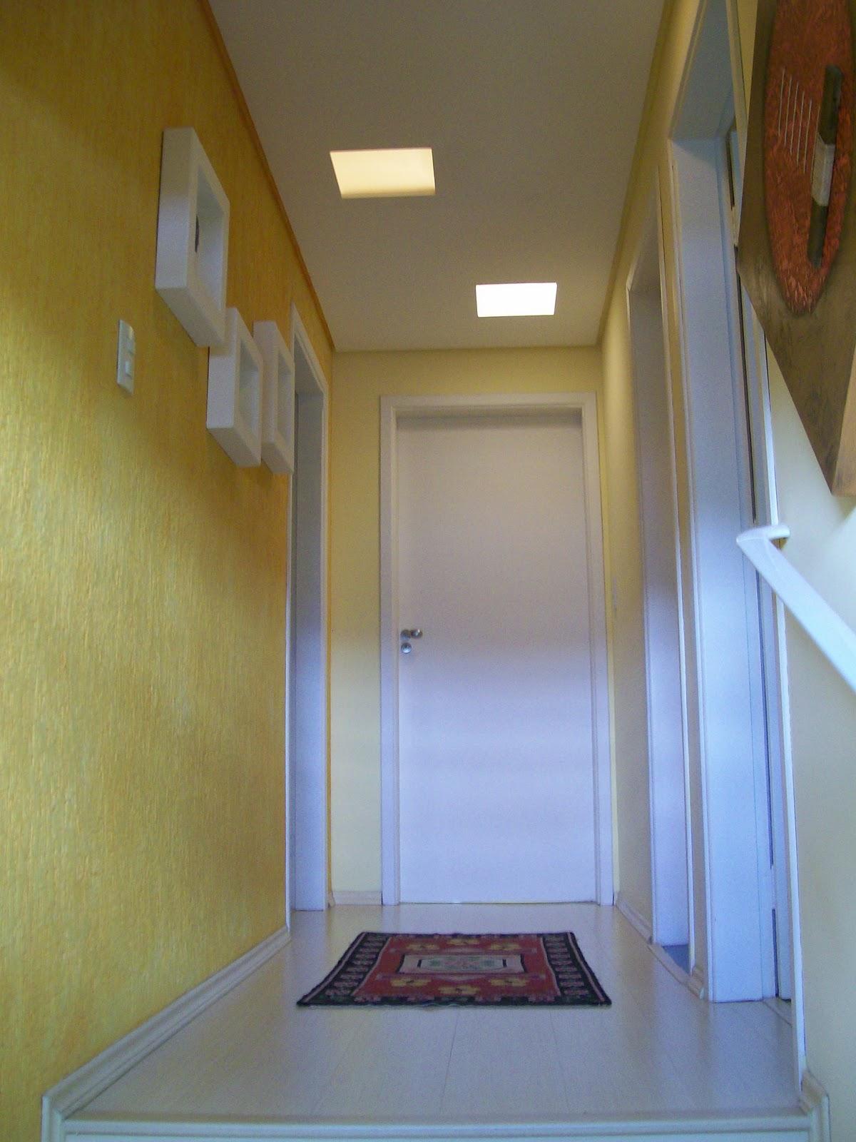 Corredor dos quartos; piso laminado e grafiato. #62491A 1200 1600