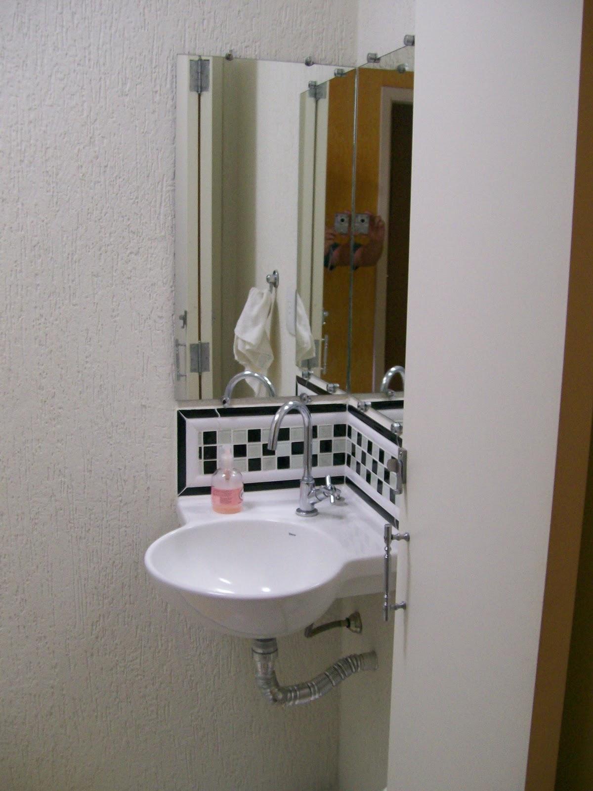 Banheiro social com chuveiro elétrico e Box blindex; grafiato e  #5C4425 1200x1600 Banheiro Com Pastilha E Grafiato
