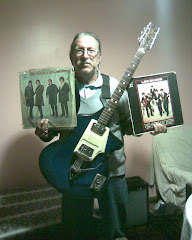 Mi viejo, con su viola y sus discos Hoy.