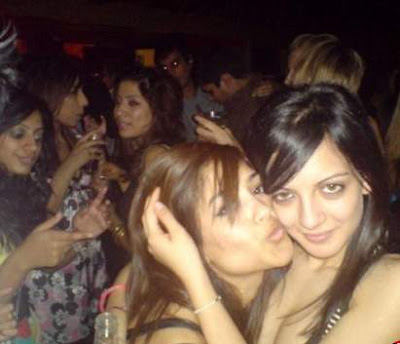 Pakistani hot girls blog – Pakistani kissing pictures of girls