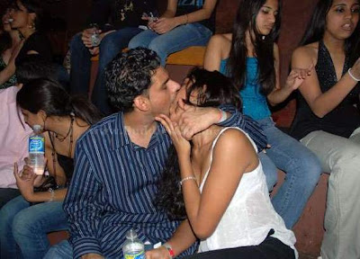 [pakistan+girls+kiss+++indian+girls+kiss+++indian+girls+++pakistam+girls+(1).jpg]