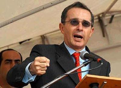 Alvaro Uribe en pleno discurso