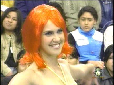 Emilia Drago con peluca anaranjado