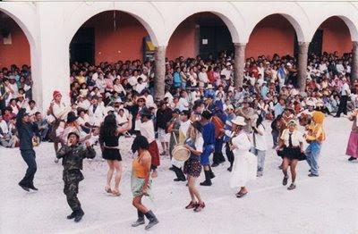Personajes extravagantes en el Carnaval de Ayacucho