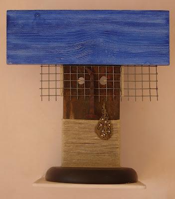 Escultura realizada con objetos encontrados por la artista ImaPerezAlbert