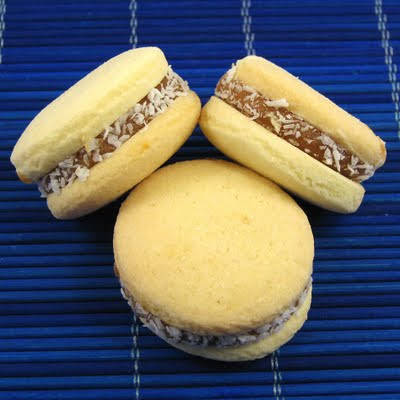 Alfajores de Maizena with Dulce de Leche and some Coated of Chocolate - a Luscious Sweetness