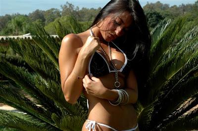 Fotos da modelo Tainá Vidal de bikini 3