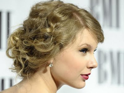 Taylor Swift Natural Hair, Long Hairstyle 2011, Hairstyle 2011, New Long Hairstyle 2011, Celebrity Long Hairstyles 2039