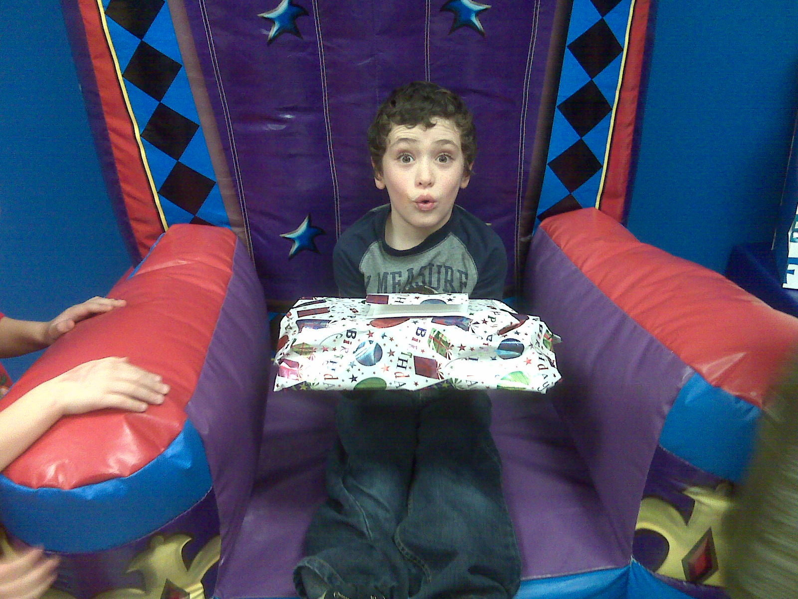 [7th+bday+party+in+chair.aspx]