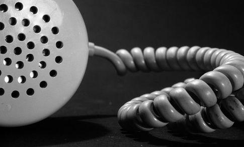 как взять телефон у знакомого