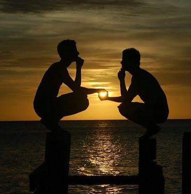 ... foto Matahari saat terbit dan terbenam yang indah,