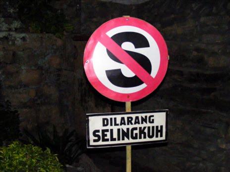 http://3.bp.blogspot.com/_gyWvJ9qxsHM/S7x_O31lqqI/AAAAAAAADZw/VSVqWms9BXI/s1600/dilarang+selingkuh.jpg