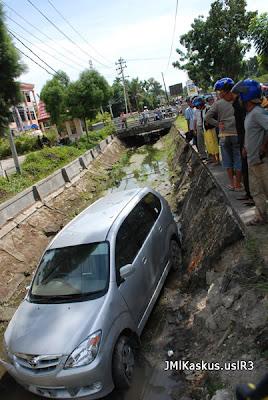 Tempat Parkir Mobil yang Kelewatan