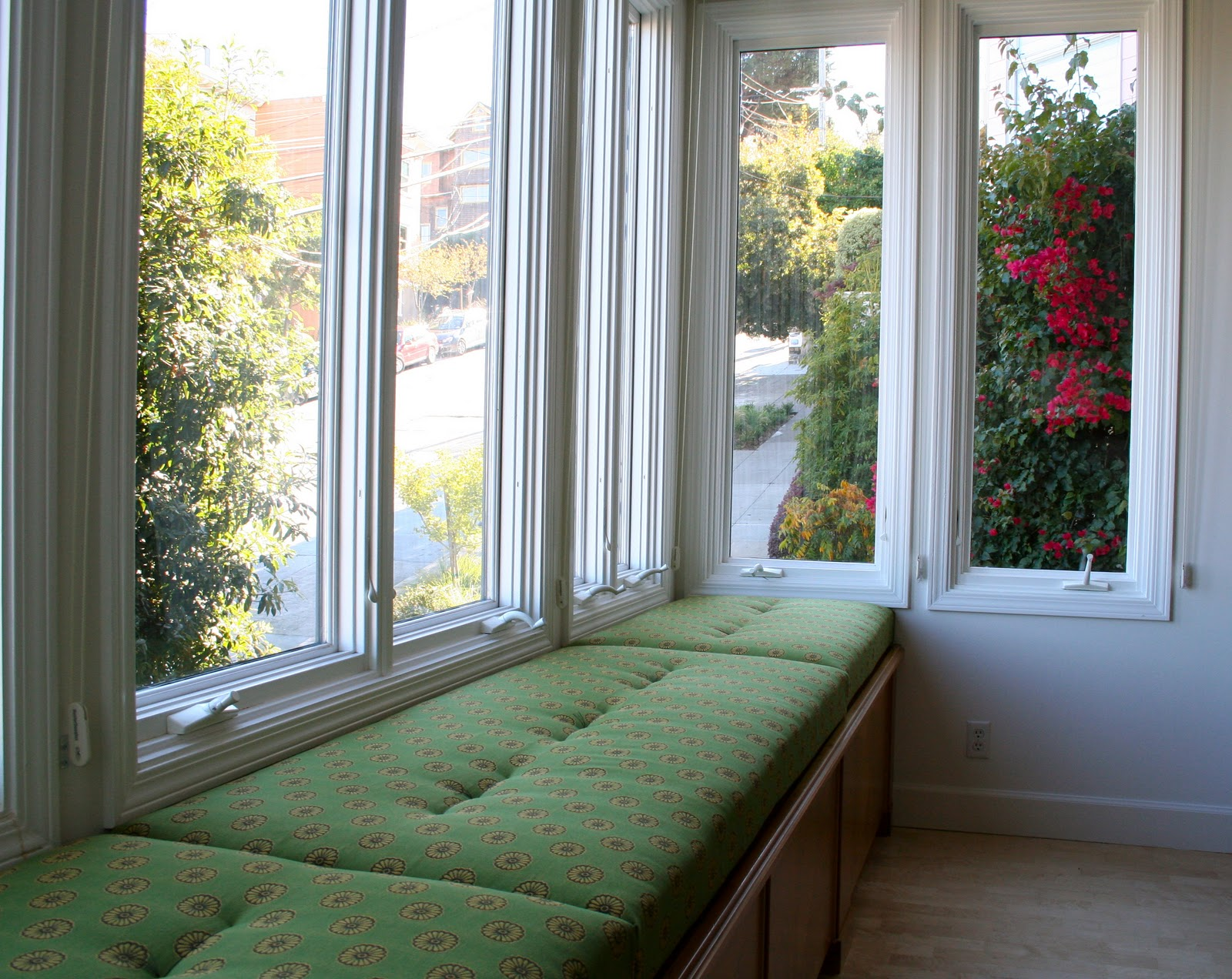 Nohr interior design window seat custom cushions for Custom design windows